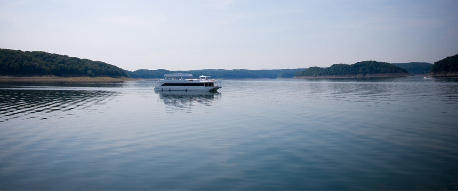 slide-015-houseboat-wide-scenic
